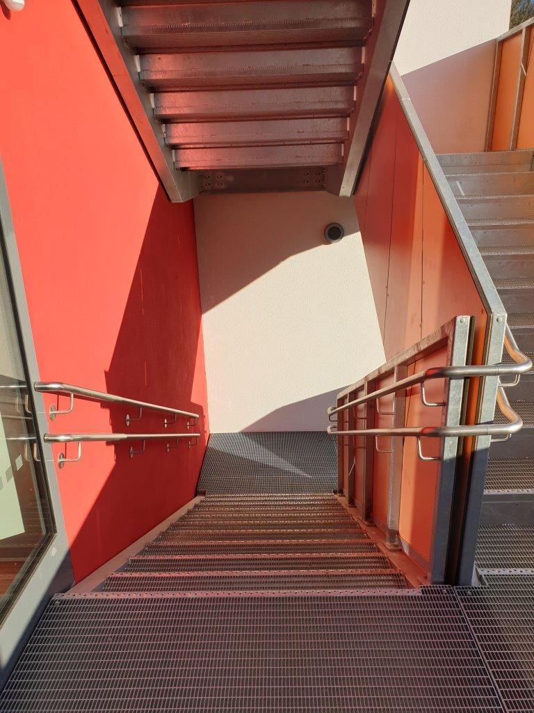 Geländer mit Handlauf der Außentreppe, 1. OG