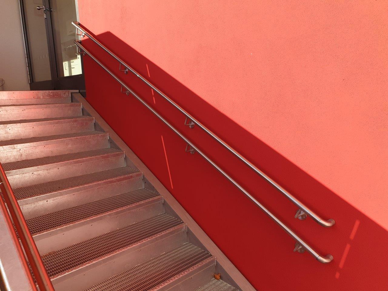 doppelter Wandhandlauf der Außentreppe, 2. OG