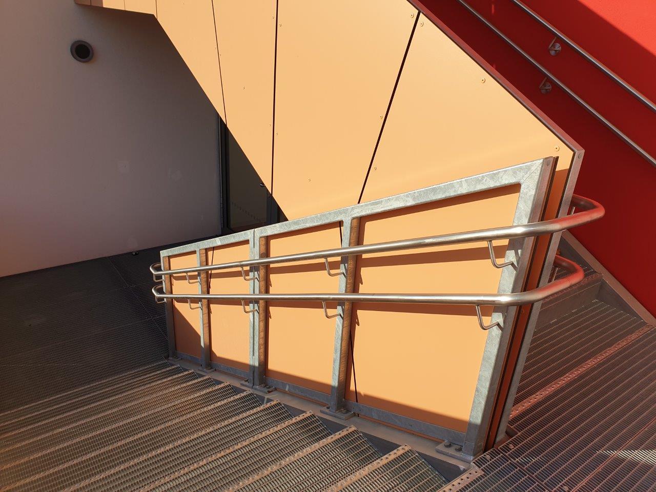 Geländer mit Handlauf der Außentreppe, EG