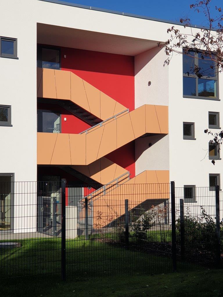 Außentreppe mit Trespaplatten-Verkleidung