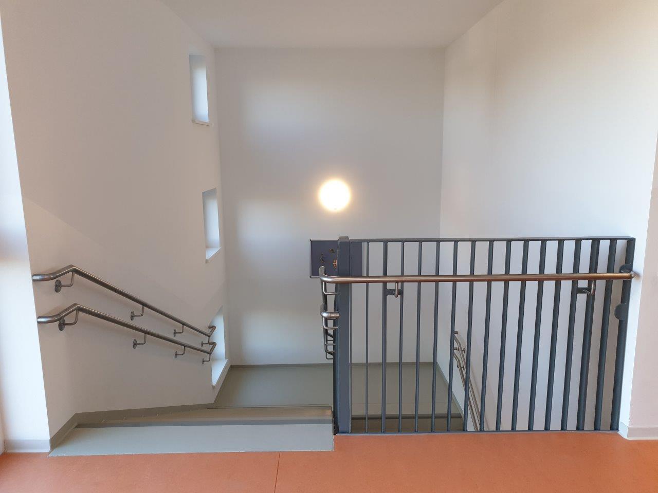 Geländer mit Handlauf der Innentreppe, 2. OG